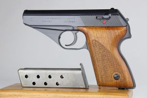 Rare Mauser HSc - Low Grip Screw